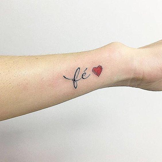 fé tatuagem