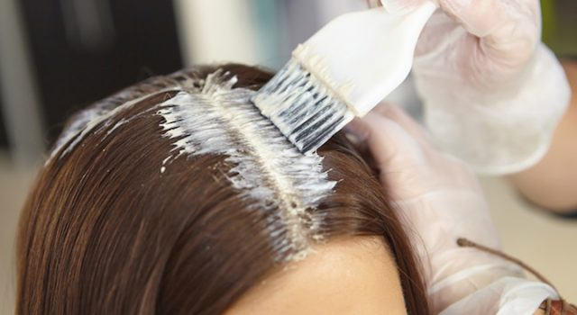 como remover mancha de tinta do cabelo