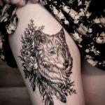 tatoo feminina com lobo
