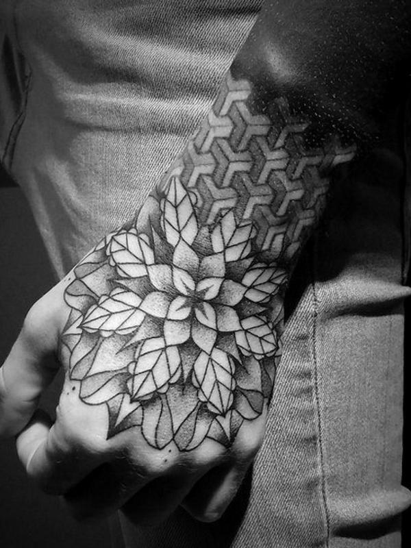 tatuagem-na-mão-masculina-24