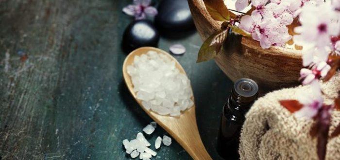 banho de descarrego com sal e arruda
