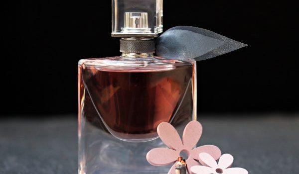 simpatia com perfume para o amor