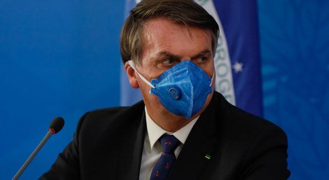Bolsonaro com sintomas de Covid-19, faz teste e já toma hidroxicloroquina
