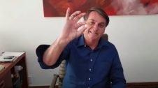 Vídeo: Bolsonaro ri-se e diz que está bem, tomando cloroquina